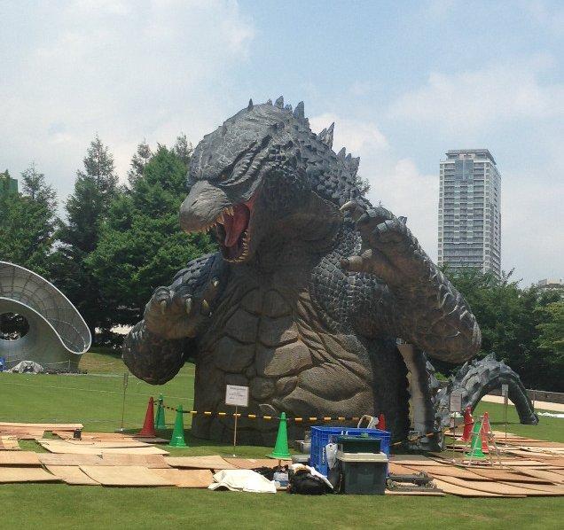 Tokijuje esanti Godzilos skulptūra ©kotaku.com